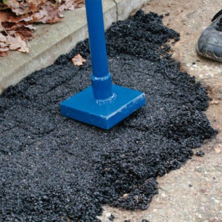 Tarmac repair with an application tamper