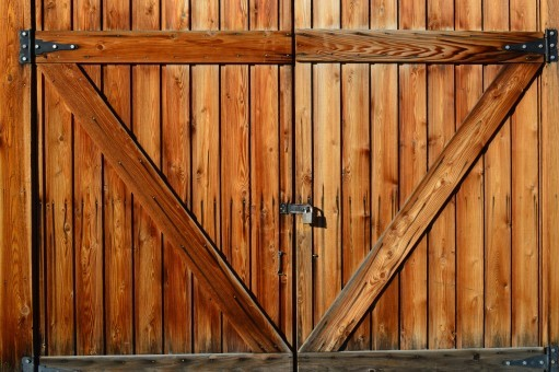 shed-door-wooden